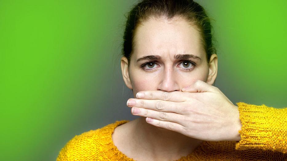 száj szaga, mint egy kuka táplálkozás a parazitáktól való tisztítás során
